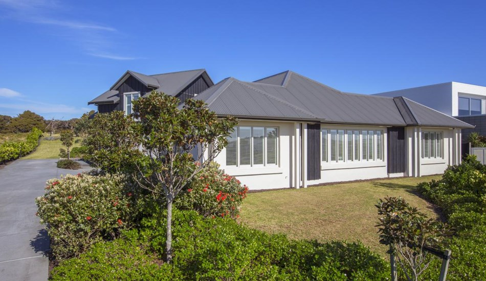 Classic style easy beach living 88 mangatawhiri road for Classic homes realty