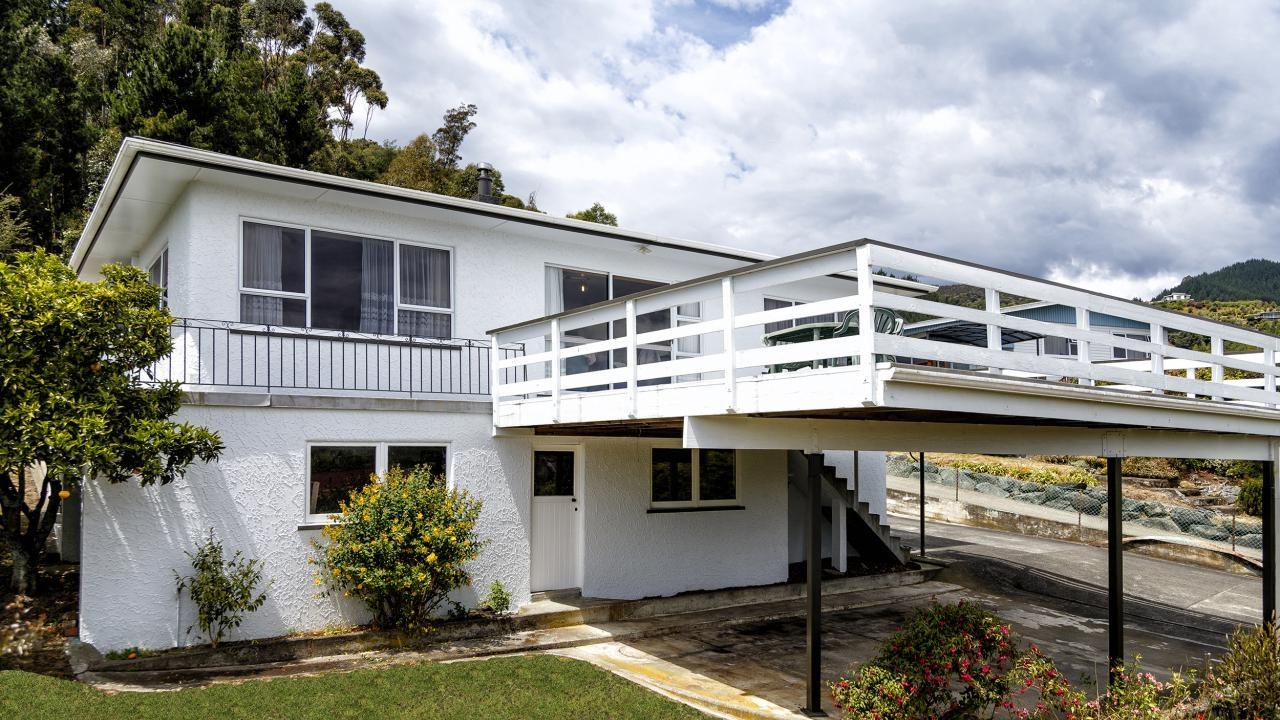 Ultimate kiwi classic 9 rainbow drive atawhai bayleys for Classic homes realty